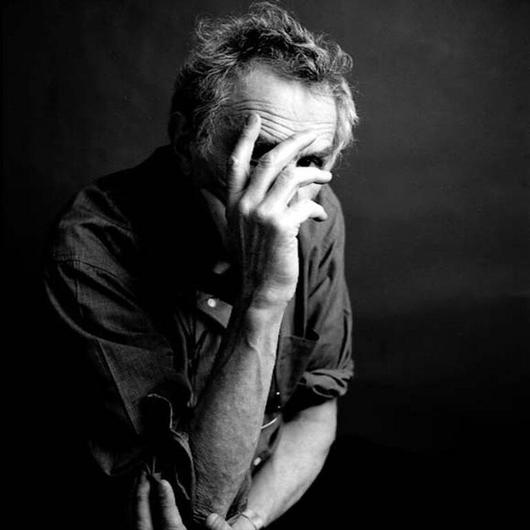 portrait homme noir et blanc studio
